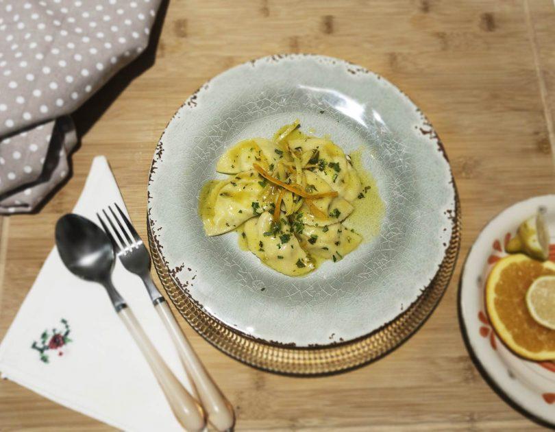 Mezzelune ripiene di patate e orata al profumo di agrumi