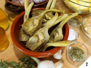 Agnello con patate e carciofi al forno Calabra nel Piatto