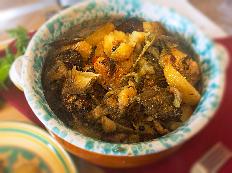 Agnello con patate e carciofi al forno